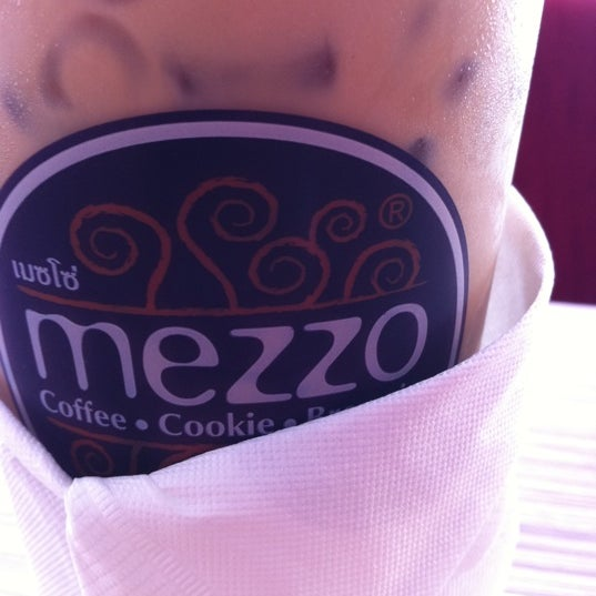 Photo taken at Mezzo (เมซโซ่) by Nat H. on 5/4/2012