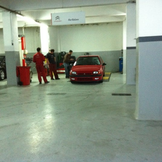 Photo taken at Citroen Serhan by Erel H. on 10/19/2011