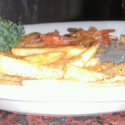 Photo taken at Pappadeaux Seafood Kitchen by Stephanie S. on 1/13/2012