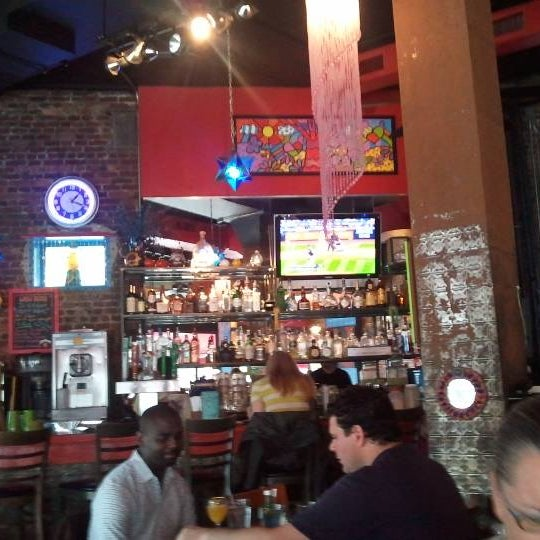 Photo taken at Burrito Bar & Kitchen by Gabo G. on 5/22/2011