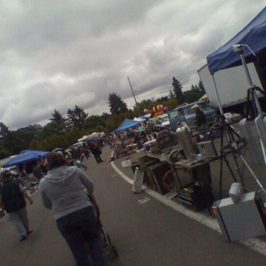 starlite swap meet tacoma hours for costco