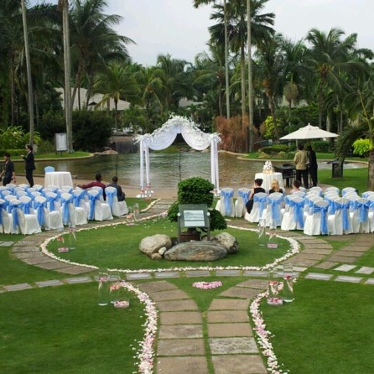Photo taken at Cyberview Lodge Resort & Spa by Winnie L. on 4/12/2012