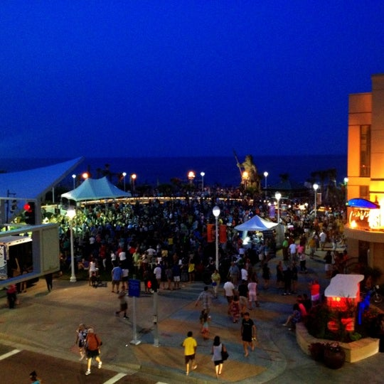 Photo taken at Catch 31 Fish House and Bar by Jennifer T. on 7/4/2012