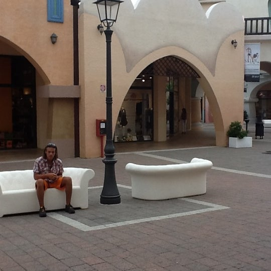 Photo taken at Fashion District - Molfetta Outlet by Faber C. on 7/12/2012