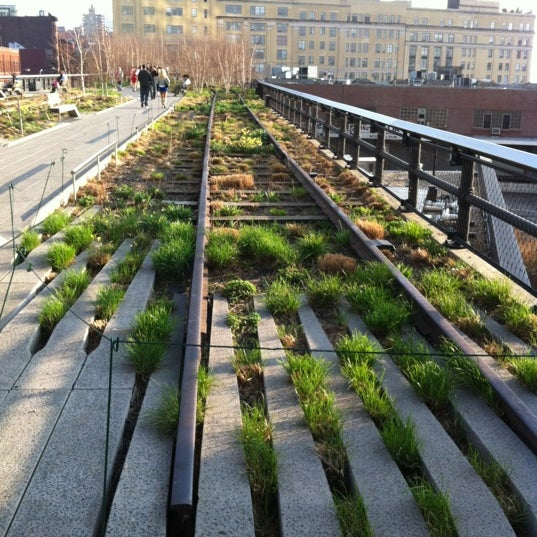 Photo taken at High Line 10th Ave Amphitheatre by Steven X. on 3/22/2012