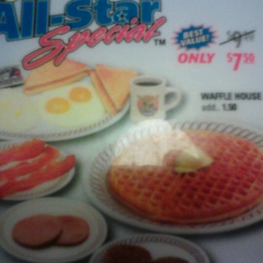 Photo taken at Waffle House by T M. on 2/23/2012