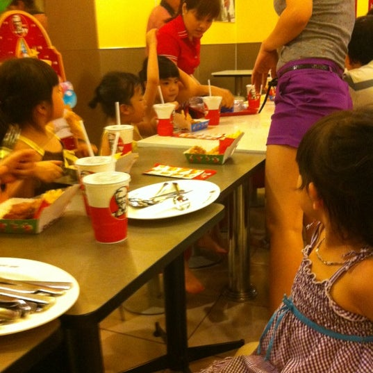 Photo taken at KFC by Hà N. on 5/20/2012