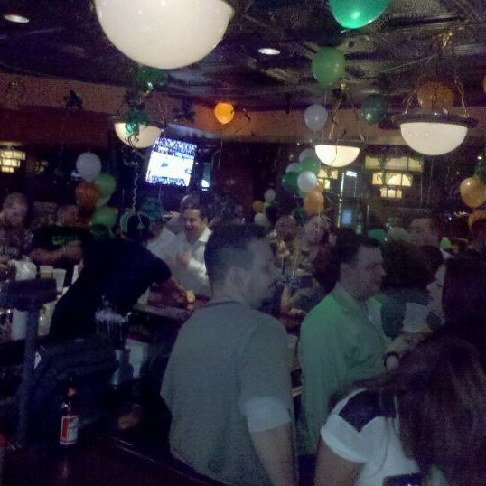 Photo taken at Houlihan's by Alex G. on 3/18/2012