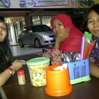 Photo taken at Pondok Bakmi Surabaya by Livonia N. on 1/12/2012