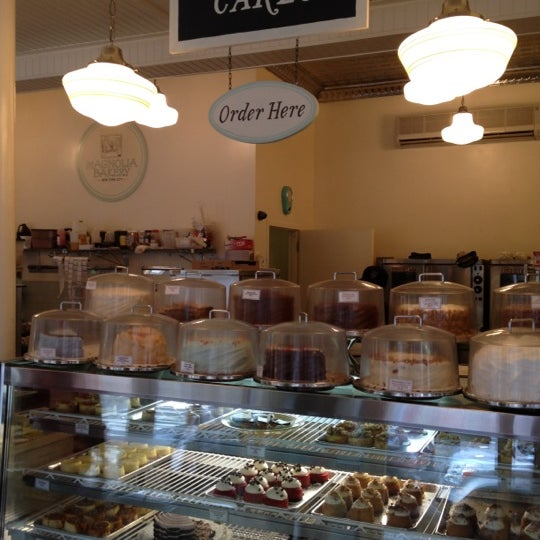 Photo taken at Magnolia Bakery by Anne S. on 7/13/2012