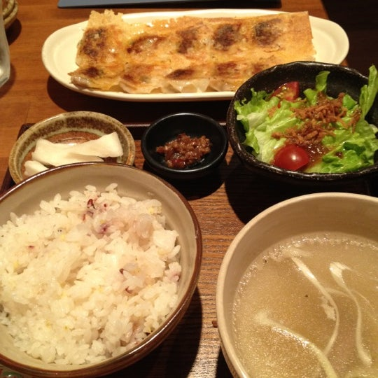 Photo taken at 赤坂ちびすけ 新宿店 by Tommaso on 5/11/2012