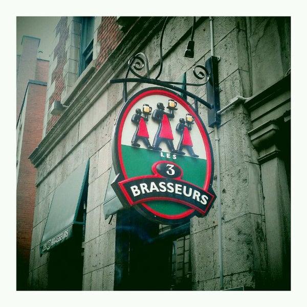 Photo taken at Les 3 Brasseurs by Jeremy H. on 9/4/2011