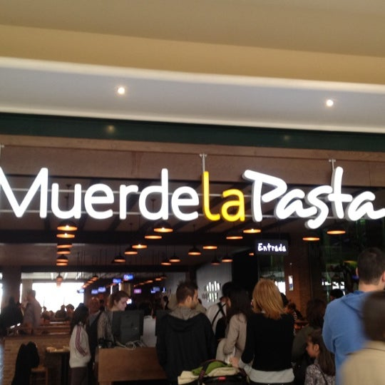 Photo taken at Muerde la Pasta by Lau M. on 4/5/2012