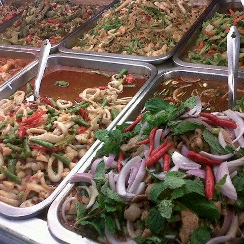Photo taken at Food Center (ศูนย์อาหารเมืองทองธานี) by Warity L. on 8/8/2012