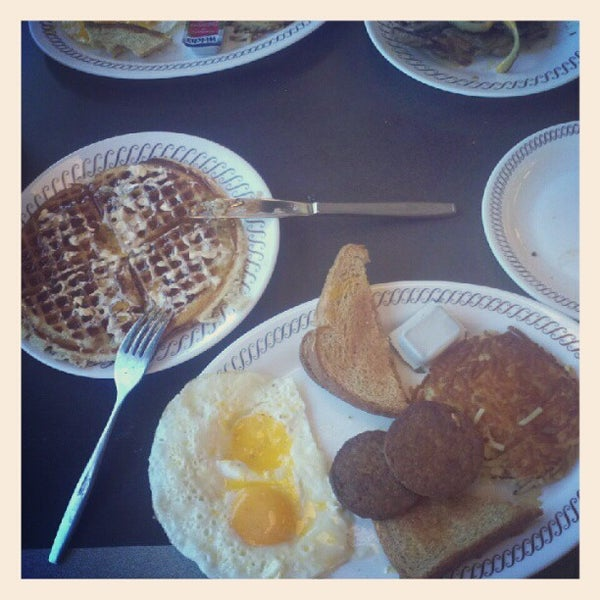 Photo taken at Waffle House by Tom Y. on 5/27/2012