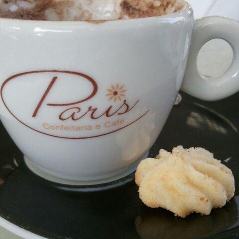 Photo taken at Paris Confeitaria e Café by Rodrigo P. on 5/22/2012