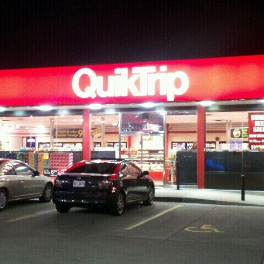 Photo taken at QuikTrip by L'Vaughn S. on 2/6/2012