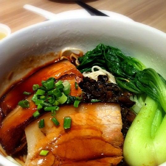 Photo taken at XiMenDing (西门町) Taiwan Cuisine by Karen L. on 9/29/2011