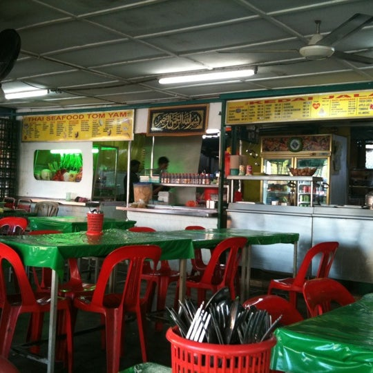 Photo taken at Kedai Jalal by Mimi H. on 7/18/2011