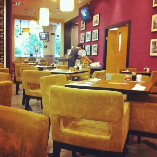 Photo taken at Xian Ding Wei Taiwanese Tea Room by Lorraine L. on 11/23/2011