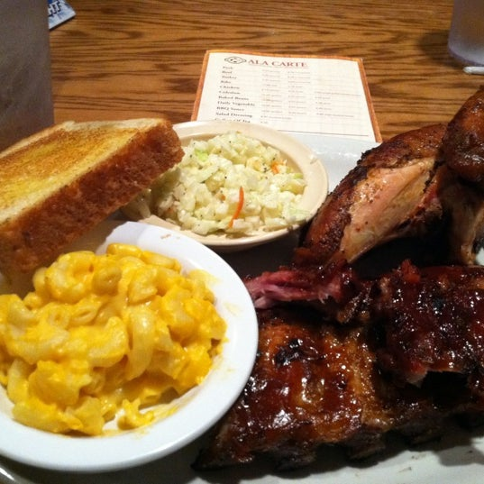 Photo taken at Oakwood Smokehouse & Grill by Melissa G. on 12/17/2011