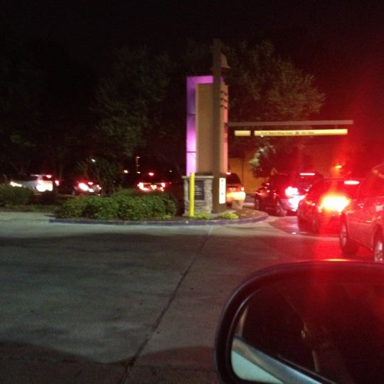 Photo taken at Taco Bell by Katie V. on 5/6/2012