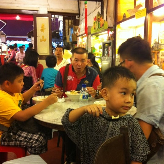 Photo taken at Donald & Lily Nyonya Food by FAM Penang Fried. Keow Teoy @Giant Hypermarket S. on 1/28/2012