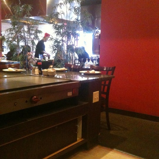 Photo taken at Wasabi Steakhouse & Sushi Bar by Sylvia W. on 5/25/2012