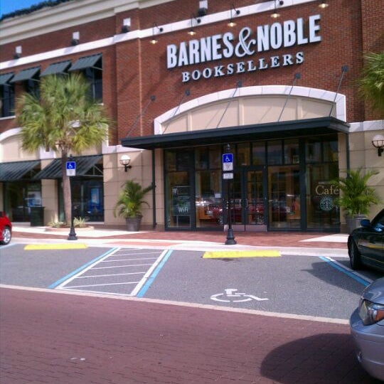 Barnes noble now closed bookstore in winter garden village at fowler groves for Barnes and noble winter garden