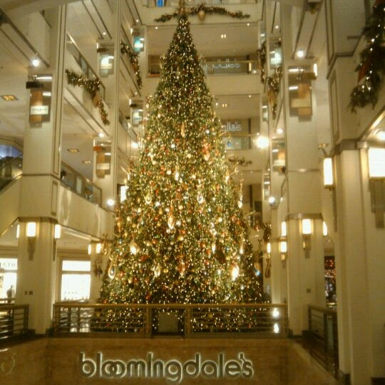 Photo taken at 900 North Michigan Shops by Melissa B. on 12/21/2011
