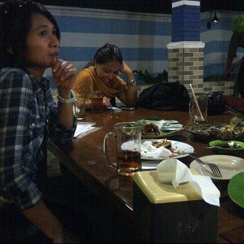 Photo taken at Ikan Bakar Bambu Haur by Ira W. on 8/21/2012