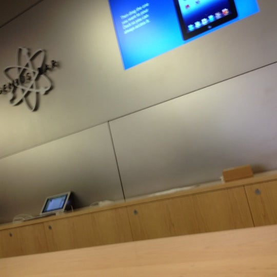 Photo taken at Apple Store, La Cantera by Orlando T. on 8/25/2012