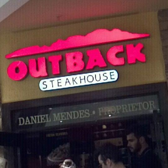 Foto tirada no(a) Outback Steakhouse por Edmundo M. em 12/7/2011