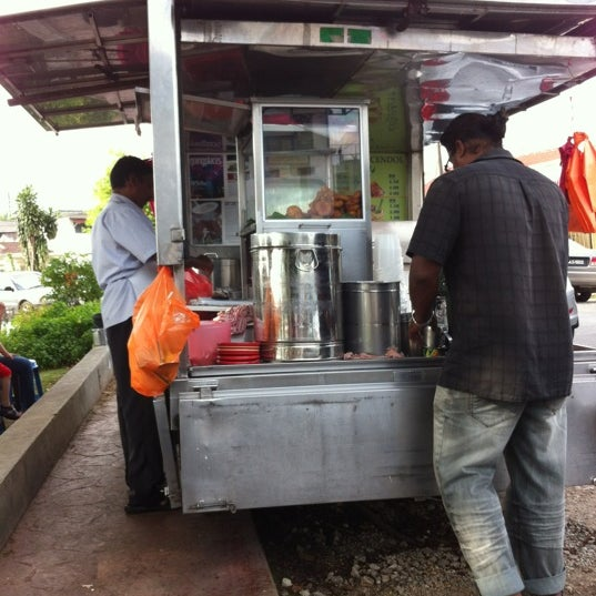 Photo taken at Cendol & Rojak Taman Bahagia by Cheng Hoe G. on 3/31/2012