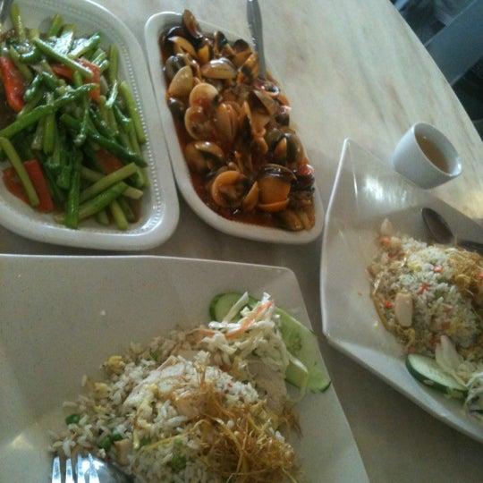Photo taken at Homst Restaurant by ••Lyna Bnks💋 on 4/11/2012