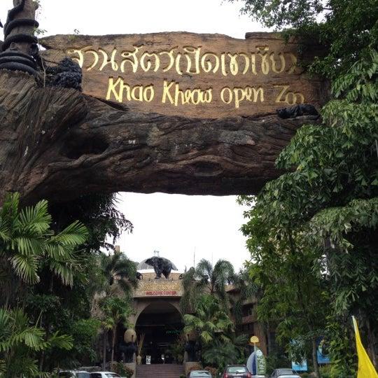 Photo taken at สวนสัตว์เปิดเขาเขียว (Khao Kheow Open Zoo) by Rathanon V. on 4/6/2012
