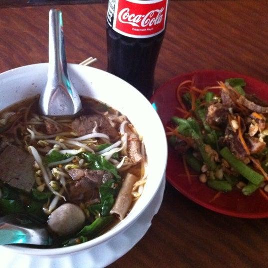Photo taken at ร้านอาหารฉำฉา by Atiphon S. on 7/26/2011