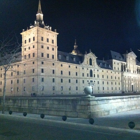 Photo taken at Monasterio de San Lorenzo de El Escorial by Julio Javier F. on 3/19/2012