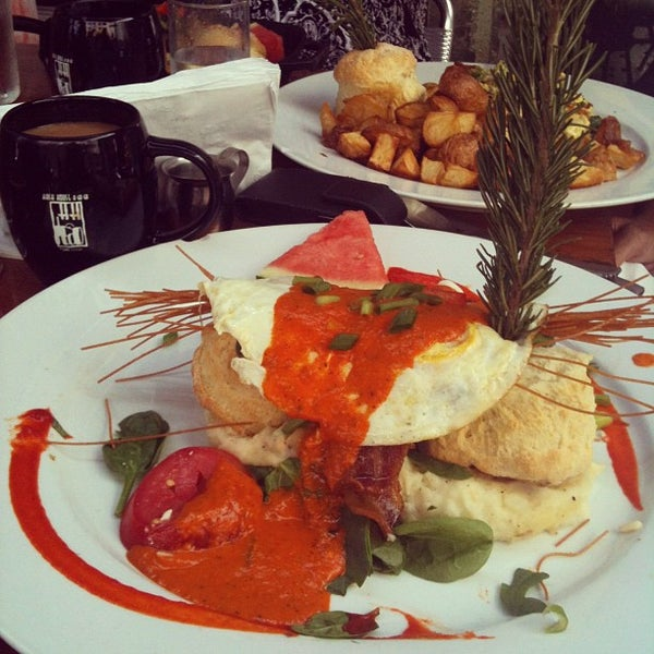 Photo taken at Hash House a Go Go by Docwynn on 7/25/2012