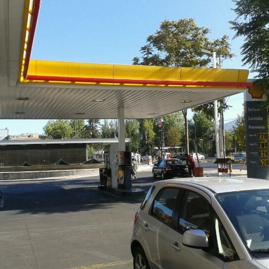 Photo taken at Shell by Marcelo S. on 3/5/2012