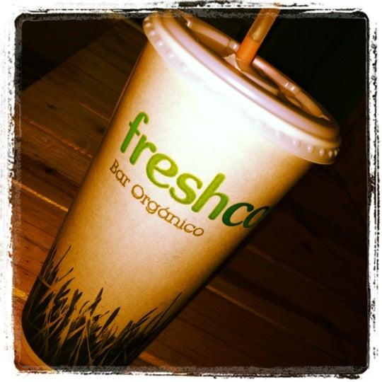 Photo taken at Freshco Bar Orgánico by Cesar A. on 6/16/2012