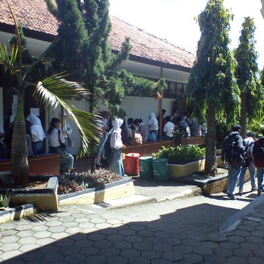 Photo taken at SMA Negeri 4 Semarang by Kurnanda R. on 4/16/2012