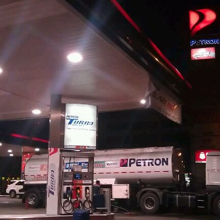 Photo taken at Petron by Ⓜ ¥ K 📧 on 10/28/2011