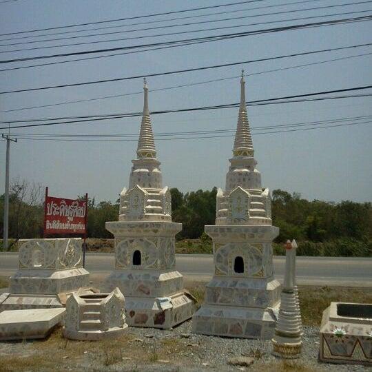 Photo taken at สองพ่ีน้อง---สุพรรณบุรี by TON M. on 4/26/2012