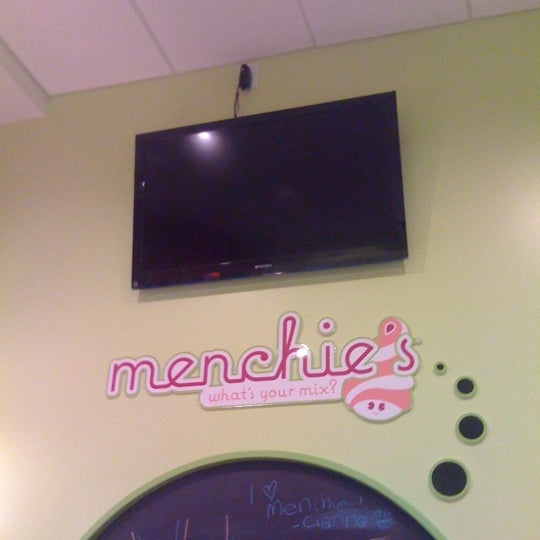 Photo taken at Menchie's Frozen Yogurt by Scott B. on 11/20/2011