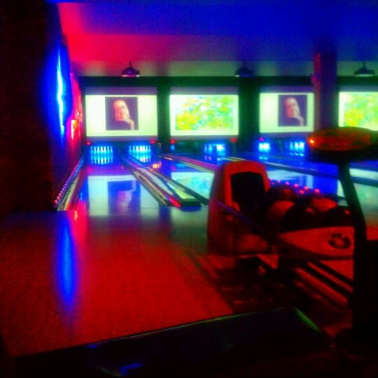 Photo taken at Lucky Strike New York by Ashley A. on 4/17/2012