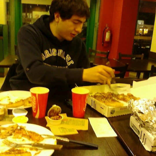 Photo taken at Papa John's by Danielita N. on 7/4/2012