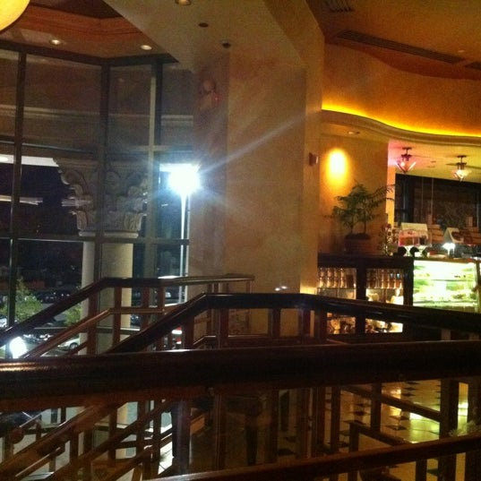 Photo taken at Cheesecake Factory by Blah B. on 4/20/2012