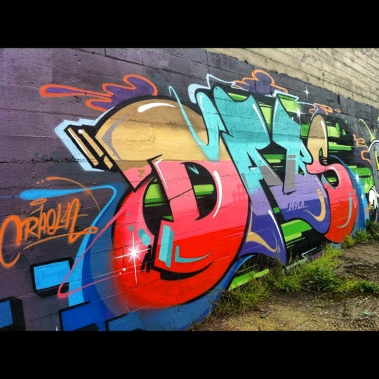 Photo taken at Graffiti Art by Eduardo S. on 4/12/2012