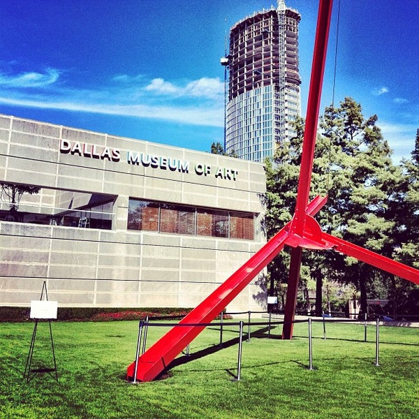 Photo taken at Dallas Museum of Art by Rondo E. on 10/30/2011